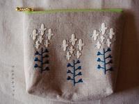 刺繍ポーチ*ぺんぺん草が鳥 - マルチナチャッコ