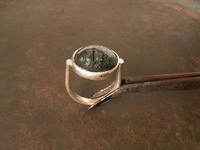 緑の針水晶 丸大リング - 石と銀の装身具