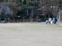 東遊園地のはげた芝生 - 神戸トピックス