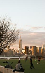夕方のウィリアムズバーグ - NY/Brooklynの空の下