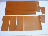 A, B, C・・・ どれになる カナ?    - 手縫い革小物 paddy の作品箱