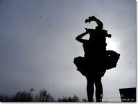 【き】逆光銅像:ぎゃくこうどうぞう - ネコニ☆マタタビ