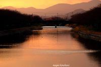 今日の夕暮れ - 長い木の橋