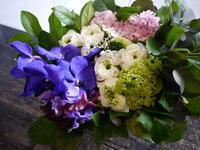 一周忌のアレンジメント。 - 札幌 花屋 meLL flowers