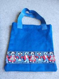 青いチロリアンテープのバッグ - うららフェルトライフ