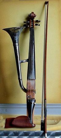 不思議な楽器:ホーン・バイオリン( バイオリンとトランペットが合体) - 一歩一歩!振り返れば、人生はらせん階段