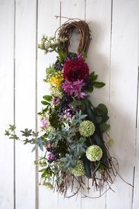 お花がいっぱいの おしゃれな スワッグ - おもちゃ箱ぐらし           ケイ・フルール 青森 アーティフィシャルフラワー