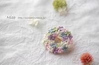絹の夢 リースブローチ - Nico  ちいさな編み物たち