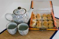 中国茶に中国菓子、良い感じですね♪ - Shimakaze Life     ~家族3人ゆる~い時間をプーケット島で楽しんでおります~