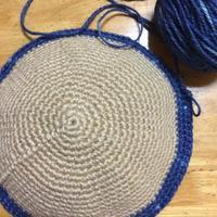 編み編み熱が冷めないうちに丸底の麻ひもバッグを編み始めたけど… - +you