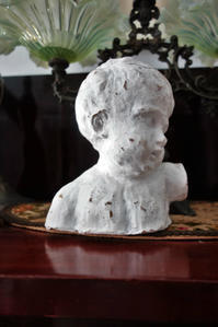 白塗りテラコッタ男の子の胸像2 - スペイン・バルセロナ・アンティーク gyu's shop