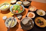 牛肉の味噌漬けサイコロステーキ/芝海老のマッサ&にんにく炒め/湯豆腐/ふきと揚げの炊いたん/水菜のサラダ - まほろば日記