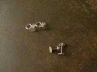 銀のピアス - 石と銀の装身具