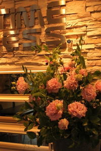 エニタイムフィットネス赤羽北店様 定期活け込みの花 花束風 - 北赤羽花屋ソレイユの日々の花