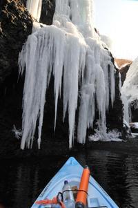 """忍路・海上から氷瀑ウォッチ - ときどきの記 小樽の出版社""""ウィルダネス""""のブログ"""