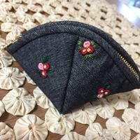 小花刺繍のポーチ - てしごと sataya