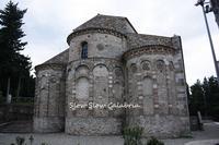 床のモザイクが美しい山の中の教会 - スロースローカラブリア