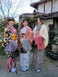 春の日差しにお着物姿がきれいです。 - 京都嵐山 着物レンタル&着付け「遊月」