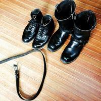 一本のベルトと二足のブーツ。 - RIVER LEATHER