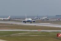 那覇空港  CAL B777-300ER ボーイングカラーの離陸 - 南の島の飛行機日記
