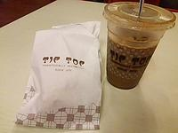 搭乗前のカレーパフ(TIP TOP) - よく飲むオバチャン☆本日のメニュー