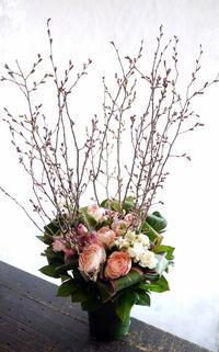 スイーツカフェのオープンに。南2西26にお届け。 - 札幌 花屋 meLL flowers