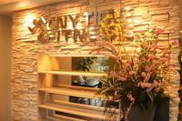 エニタイムフィットネス赤羽北店様 定期活け込みの花 春の花木 - 北赤羽花屋ソレイユの日々の花