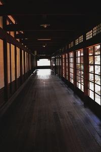 お狐様の廊下 - 「美は観る者の眼の中にある」