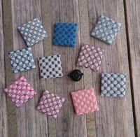 4cm×4cmの刺し子ブローチ♬藍染編2 - サイトウ商店