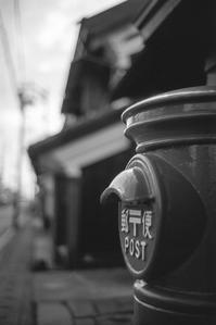 なまこを見つめる丸ポスト - Film&Gasoline