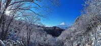 春の雪景色 - 山麓風景と編み物