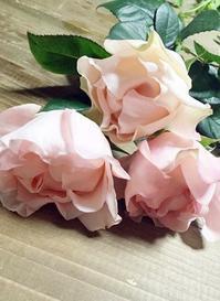 薔薇「かれん」で乙女なピンクのブーケ♪ - お花に囲まれて