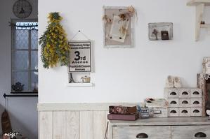 春のお部屋のインテリアに♪庭のローズマリーが香るミモザのスワッグ作りました - neige+ 手作りのある暮らし