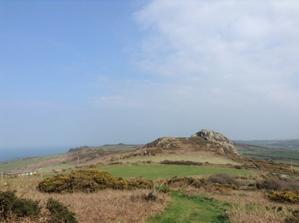 海辺にも不思議な山があったのです。探索隊出発! - イギリス ウェールズの自然なくらし