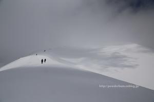 二度目の自分に都合の良い解釈の日 - 裏のお山で雪とたわむる ( Hiking and riding in the backcountry )