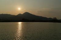 千股池からの二上山鞍落ち - katsuのヘタッピ風景