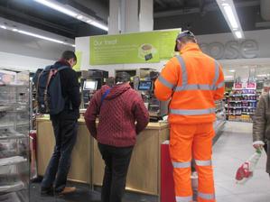 イギリスの高級スーパー、ウェイトローズの無料コーヒーサービス、4月3日で終了! - イギリスの食、イギリスの料理&菓子
