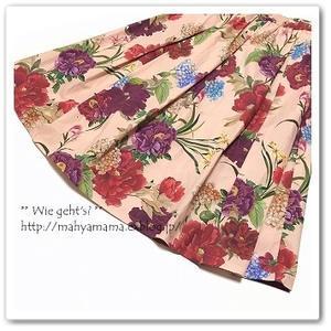 ZARA ◆ ピンクの花柄スカートとネイビーのサテンウェッジサンダル - Wie geht's?