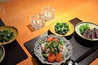 鰹の藁焼き/豚しゃぶサラダ/菜の花とおじゃこ/若布のお味噌汁/お散歩 - まほろば日記