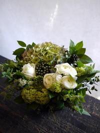 お誕生日の女性へ。「白~グリーンで」。2017/03/26。 - 札幌 花屋 meLL flowers