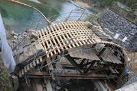 修復中の第二二俣橋(二俣福良橋)。 - 青い海と空を追いかけて。