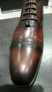 茶色い靴にはバーガンディ - ルクアイーレ イセタンメンズスタイル シューケア&リペア工房<紳士靴・婦人靴のケア&修理>