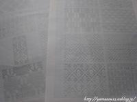模様見本の図案を描き写す - ロシアから白樺細工