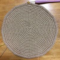 懲りずに丸底の松編みマルシェバックをまたまた編んでます。 - +you