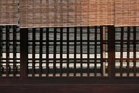 簾と格子窓 - 記憶の創造