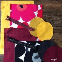 赤と黒のマリメッコ帆布生地で自分用と娘たち用にも楽しく制作中♪ - neige+ 手作りのある暮らし