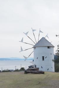 オリーブ公園の風車 - カメラとさんぽ