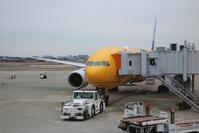 藤田八束の飛行機写真@伊丹空港でスターウオーズに逢いました・・・夢が広がるANAの飛行機、スターウォーズ - 藤田八束の日記