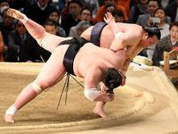 Kisenosato revels in memorable victory - そろそろ笑顔かな