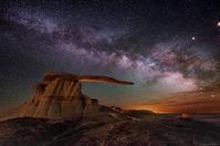 ニューメキシコの奇岩キング・オブ・ウイングスと満天の星空 - 秘密の世界        [The Secret World]